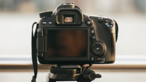 キャンプやワーケーションでも活躍! 延長実施中の大容量ポータブル電源 G100…|ミラーレスデジタルカメラ市場の技術強化と需要分析2021年から2026年 – …