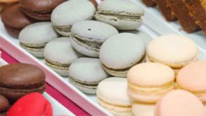 トラヤカフェの和栗たっぷり秋パフェ 今日のスイーツv…|備前甘味の会がひんやりスイーツ 加盟6店で31日まで…|食べられません 甘いお菓子のような文房具 マカロン…|他
